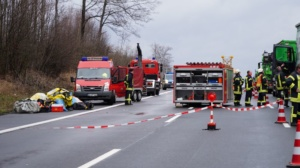 hedemuenden lkw unfall a7 19022020016